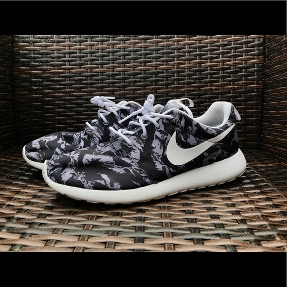 autumn shoes temperament shoes available Nike Roshe Run Camo